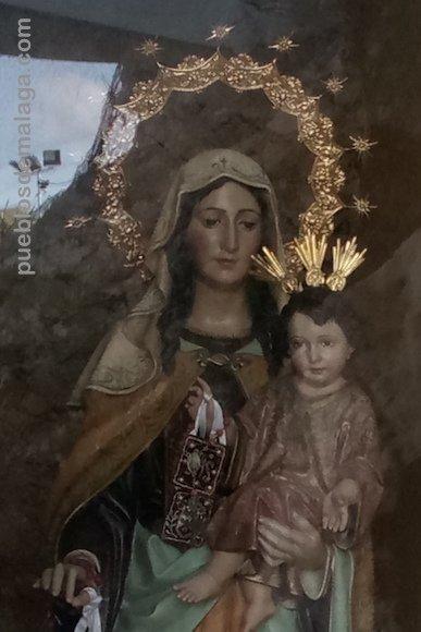 La Virgen del Carmen con el niño Jesús en brazos en el Santuario de Rincón de la Victoria